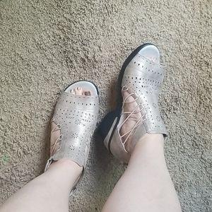 Jambu Shoes - JBU by Jambu Champagne Nelly sandals sz 11M